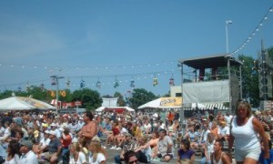 summerfest-crowd